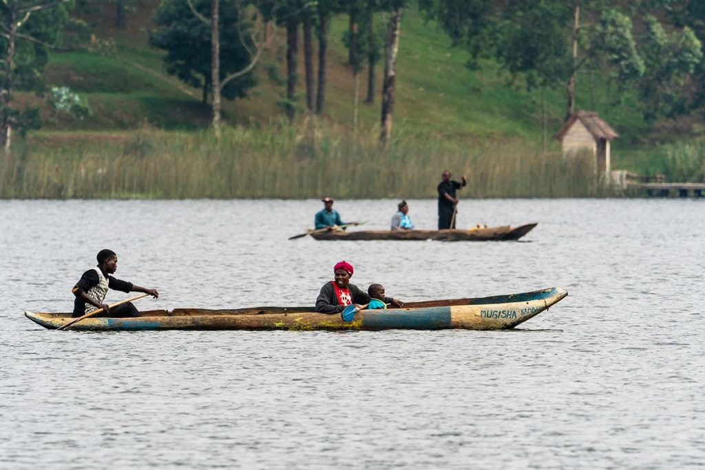 canoe excursion on L. Mutanda